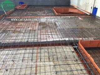 Công tác làm sắt đổ bê tông sàn tầng 2 công trình anh Huy