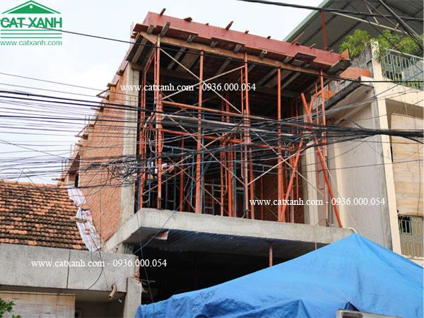 Công đoạn làm sắt chuẩn bị đổ bê tông sàn 2 công trình quận 9